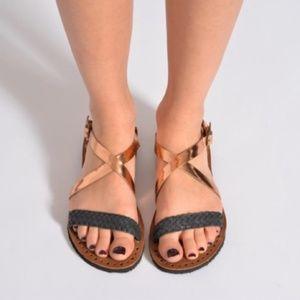 UGG Jordyne Black & Rose Gold Sandals Sz 10